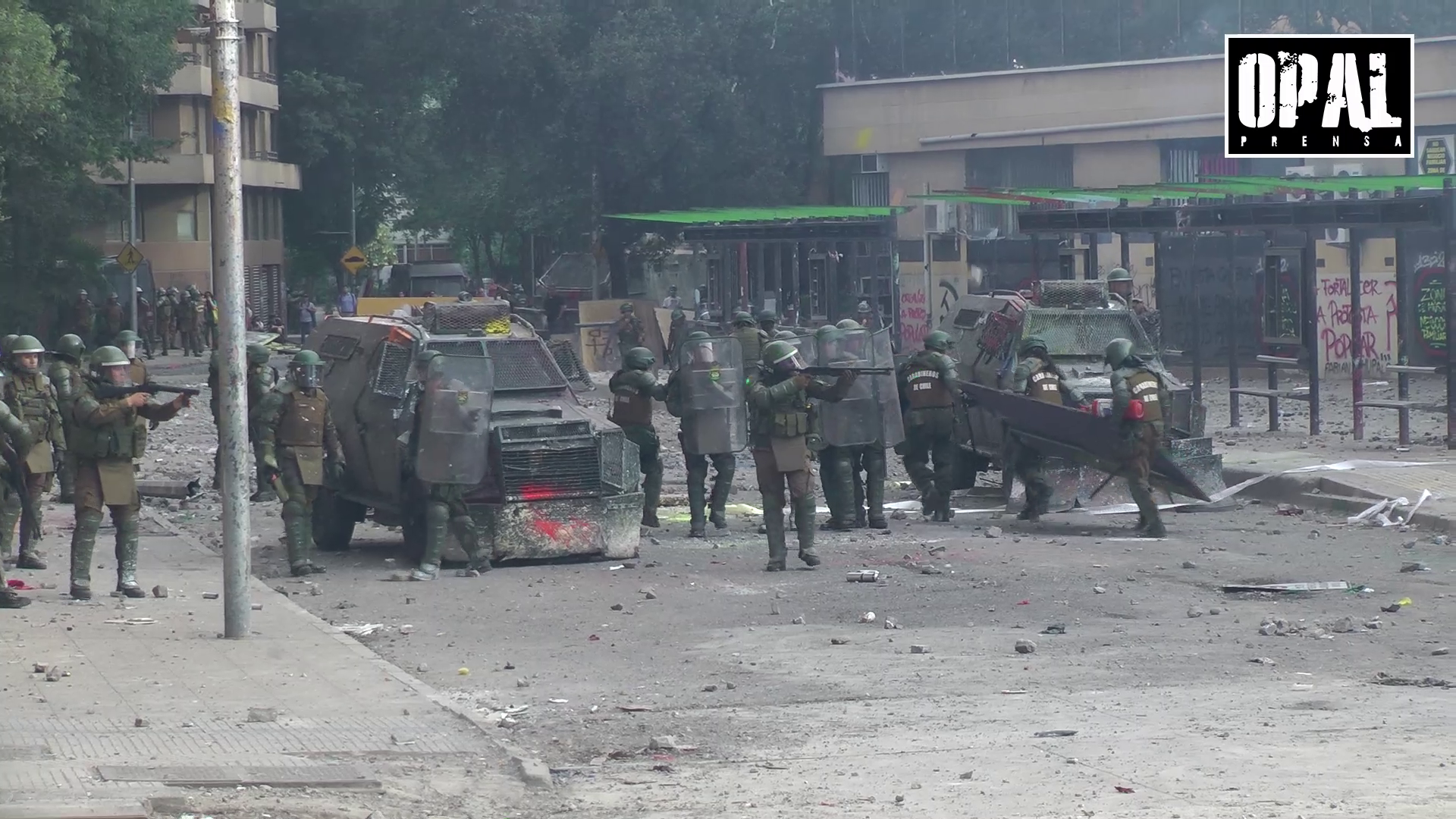 VIOLENTA REPRESION POLICIAL A UN MES DEL ESTALLIDO SOCIAL